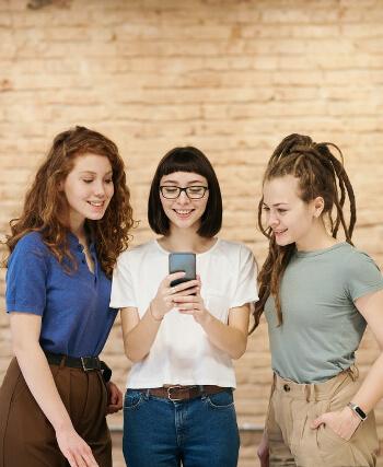 Är det dags att byta mobilabonnemang? Jämför mobiloperatörer hos oss och hitta det bästa och billigaste mobilabonnemanget för studenter